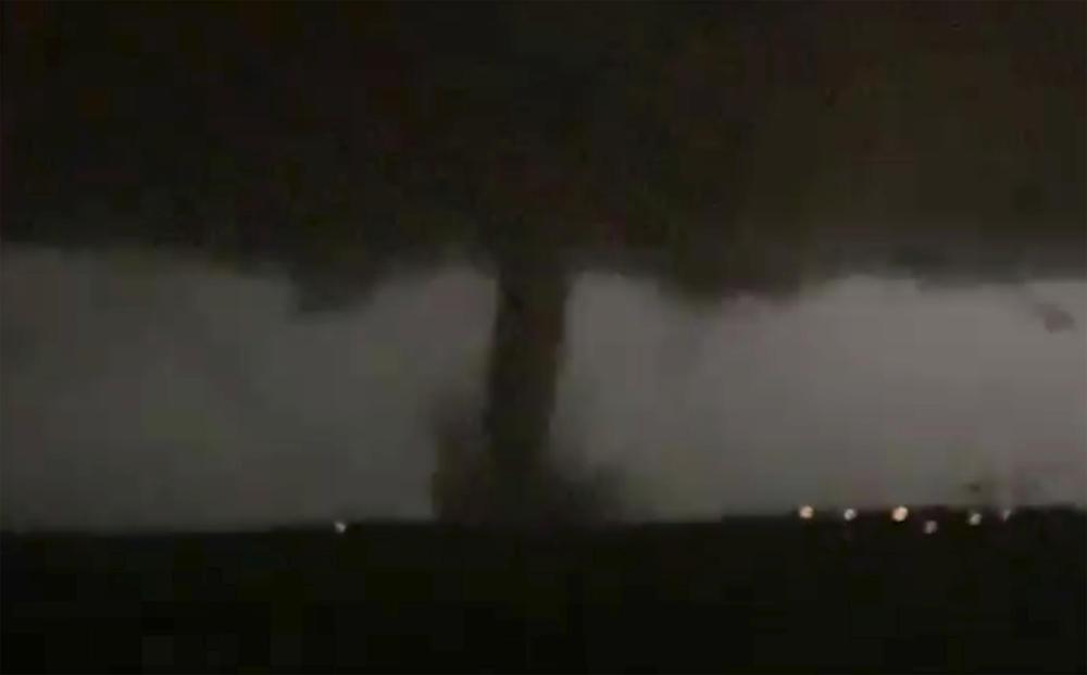 HOROR TORNADO TUTNJI AMERIKOM: Najmanje 4 mrtvih u naletu oluje u Arkanzasu i Oklahomi! Desetine hiljada kuća bez struje! (FOTO)