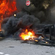 HOROR U DŽAMIJI: Eksplozija prekinula molitvu, ogroman broj žrtava (FOTO)