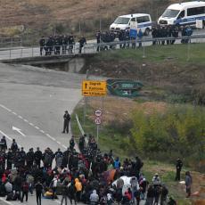 HRVATSKO-BOSANSKA GRANICA JUČE U BLOKADI: Aktivisti traže slobodan prolaz migrantima