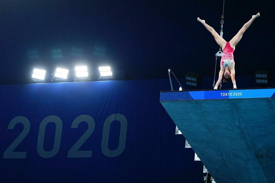 HUNČAN OD ZLATA: Kineskinja (14) olimpijska šampionka u skokovima u vodu