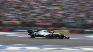 Hamilton u Sočiju ostvario 100. pobedu u karijeri i preuzeo vođstvo u šampionatu F1
