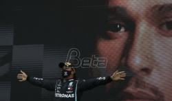 Hamilton zahvalan ekipi Mercedesa posle rekorda