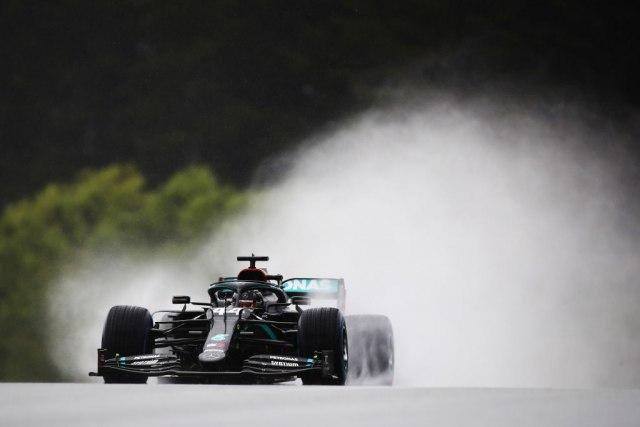 Hamilton dominirao po kiši i obezbedio pol poziciju