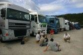 Haos na granicama s teretnjacima, putnička vozila prolaze
