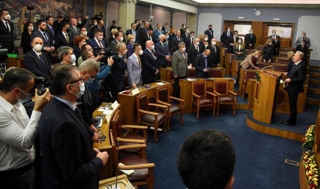 Haos u Crnoj Gori: Krivokapić napustio sednicu