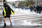 Haos u Francuskoj: Više od 200 hiljada ljudi izašlo na ulice, reagovala policija; građani besni VIDEO
