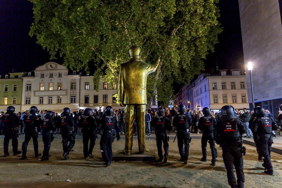 Haos u Nemačkoj: Kranom sklonili Erdogana!  FOTO