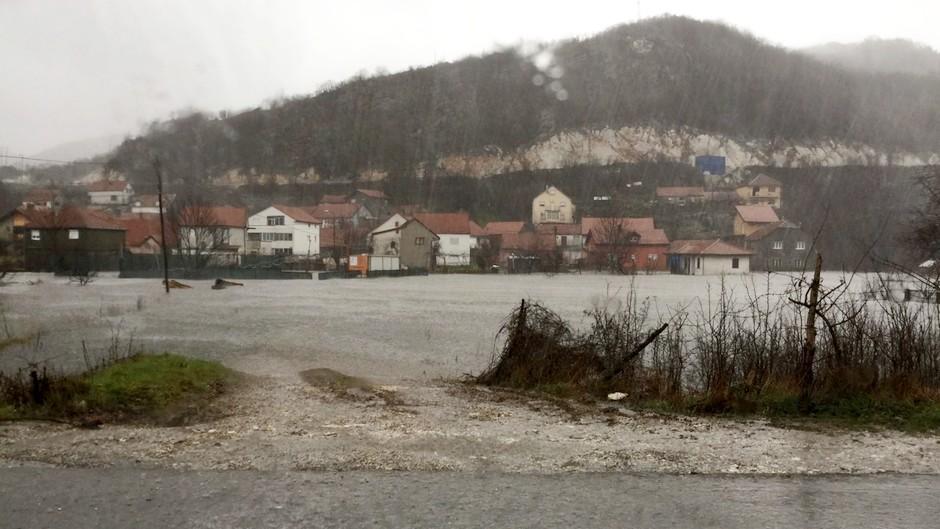 Haos u Užicu! Potop na ulicama