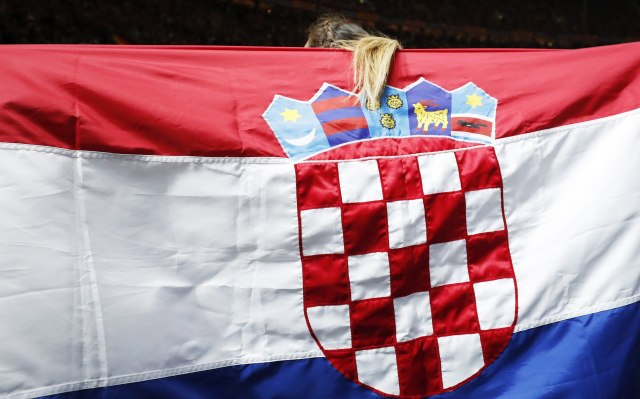 Haos u hrvatskom Saboru: Izbacivanje i kesa s đubretom