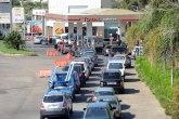 Haos zbog nestašice goriva: Ne rade škole, ljudi ne idu na posao, kolone ispred pumpi