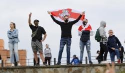 Hiljade Belorusa protestuju i večeras, umro još jedan demonstrant