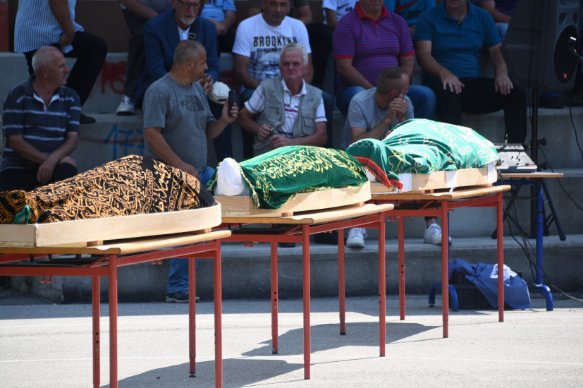 Hiljade ljudi na dženazi poginulim mladićima