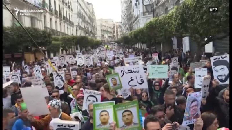Hiljade ljudi na ulicama na prvu godišnjicu protesta u Alžiru
