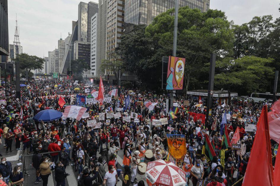 Hiljade ljudi protestovalo protiv Bolsonara u Brazilu