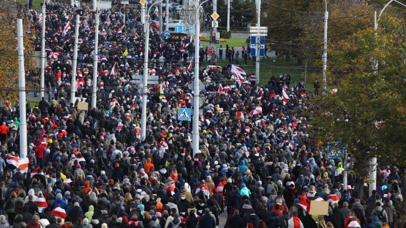 Hiljade ljudi se okupilo u Minsku uprkos policijskim pretnjama silom