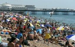 Hiljade traže osveženje uz toplotni talas u Britaniji i Francuskoj