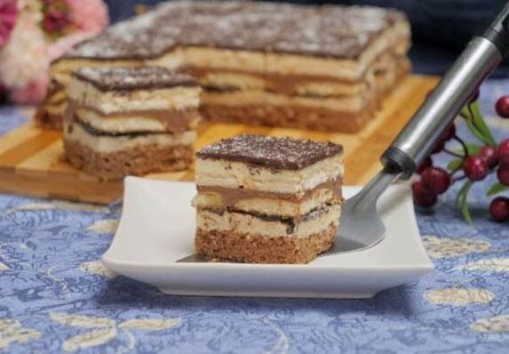 Hit kolač sa tri fila! Neverovatno ukusan! (RECEPT)