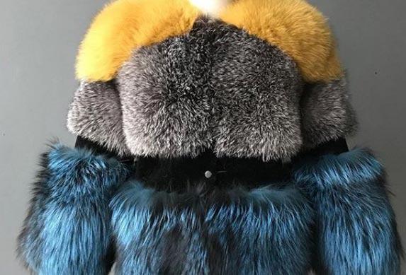 Hit ove modne sezone! Obojeno veštačko krzno diže raspoloženje!