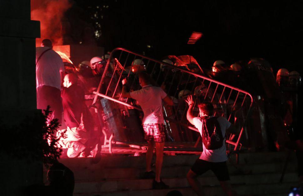 Hitna pomoć:Povređeno 19 osoba tokom protesta u Beogradu