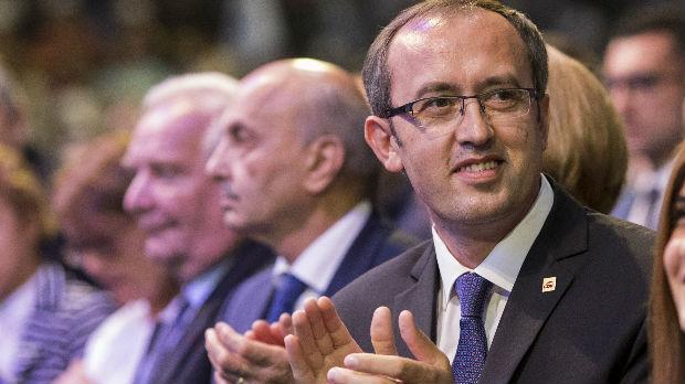 Hoti traži od kosovske vlade odluku o taksi