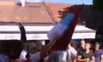 Hrabra Nikšićanka trobojkom pozdravila crnogorske suvereniste (VIDEO)