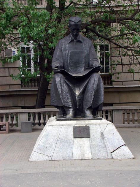 Hrvati napravili spomenik Tesli od 13, Vesić ima da napravi od 17 metara, aj' u po 100 €!