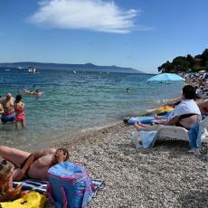Hrvatska je korona free destinacija, ali po cenu ljudskih života? Koliko košta veći broj kupača na plaži