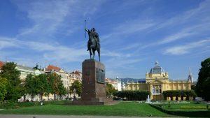 Hrvatski mediji: Zatvaranje drugih država manji problem od domaćeg karantina