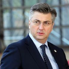 Hrvatskom saboru predati potpisi za referendum o pravima poslanika nacionalnih manjina (VIDEO)