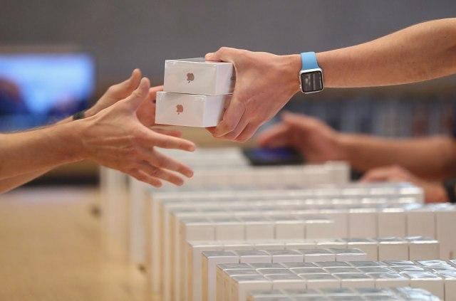 Huavej oduvao Epl: Pala prodaja ajfona za 20 odsto