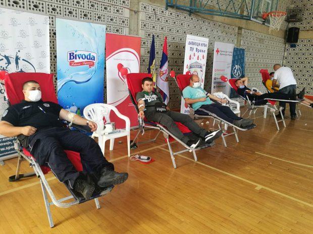 Humani policajci sakupili 103 jedinica krvi