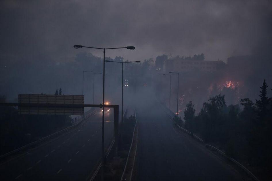 I DANAS SU NASTAVILI DA SE BORE SA VATRENOM STIHIJOM Vatrogasci se nadaju da će uskoro staviti pod kontrolu požar kod Atine