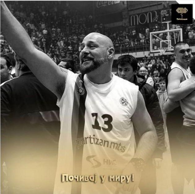 I KAMEN BI ZAPLAKAO: Ovo je pesma koju je Gru snimio za svoj Partizan! Grobari, ovaj HIT nikada ne smete da zaboravite! (VIDEO)