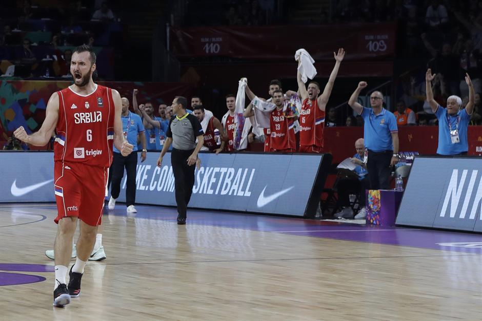 I Novak slavi pobedu košarkaša: Idemooooo!!!