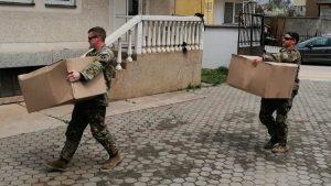 I američki vojnici delili paketiće u srpskim enklavama na Kosovu
