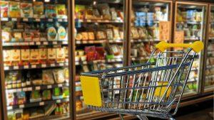 I dalje najviše trošimo na hranu, cena najbitnija