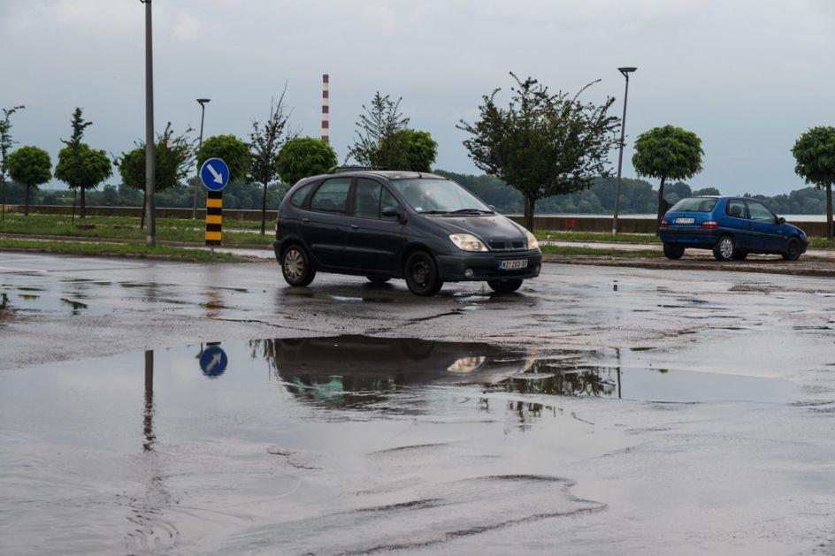 I danas mokri kolovozi zbog kiše; AMS o izmenama režima saobraćaja na putevima prelazima