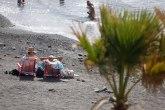 I to postoji: Muškarac natpisom poziva žene na plaži da se skromnije oblače VIDEO