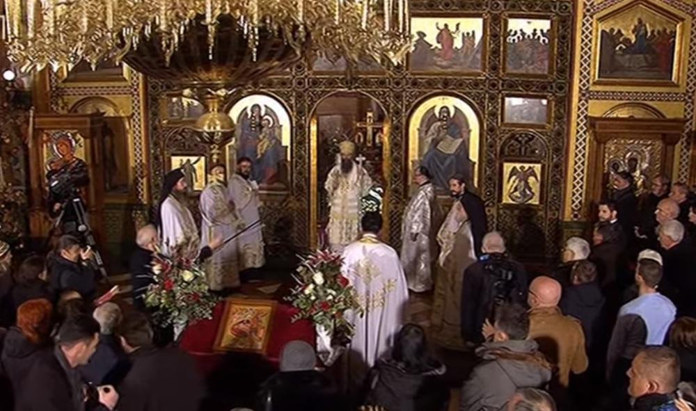 INCIDENT NA BADNJE VEČE U ZAGREBU: Urlala i vređala pravoslavne vernike, policija je ekspresno privela!