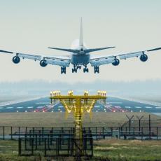 INCIDENT NA SLOVENAČKOM AERODROMU: Avion morao da se vrati na pistu nakon što ga je udarila ptica