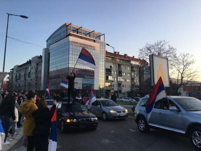 INCIDENT NA ULICAMA NIKŠIĆA: Milove i Branove pristalice kamenovale građane, koji su se okupili da proslave odlazak DPS u prošlost