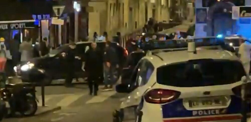 INCIDENT U PARIZU: Automobilom uleteo u kafić, jedna osoba preminula, šestoro povređenih