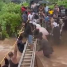 INDIJA POGOĐENA POPLAVAMA I KLIZIŠTIMA: Najmanje 112 osoba stradalo, veliki deo zemlje bez pijaće vode (VIDEO)