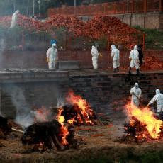 INDIJSKI SCENARIO PRETI NOVOJ DRŽAVI: Strah od masovnog spaljivanja tela na ulicama raste (FOTO/VIDEO)