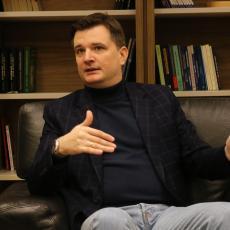 INTERVJU Milenko Jovanov: Srbija radi na tome da ojača svoju poziciju i zahvaljujući Vučićevoj ozbiljnoj politici mi možemo da govorimo o ozbiljnim rezultatima