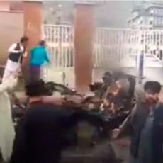 IPAK NISU TALIBANI: Najmanje 40 mrtvih u bombaškom napadu na Šiite, među stradalima najviše dece i to devojčice (VIDEO)