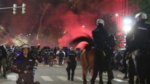 IPI izrazio ozbiljnu zabrinutost zbog raširenog nasilja nad reporterima tokom protesta u Srbiji