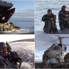 ISKRCAVANJE NA SEVERNOJ ZEMLJI: Pogledajte kako su ruski marinci zagrejali Arktik (VIDEO)