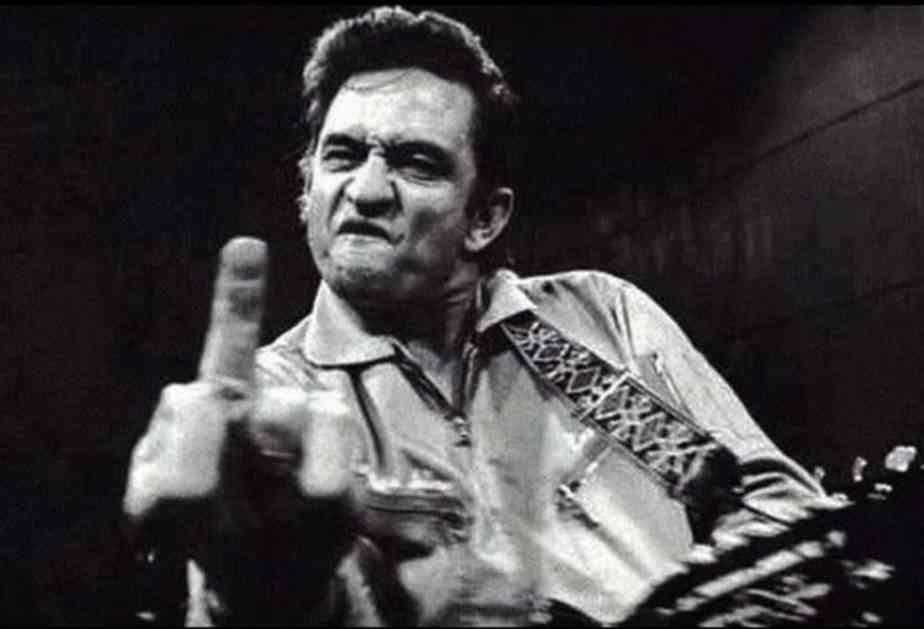 'Muskarac' 21 stoljeca!On drzi kanticu ona mjesa cement ISTORIJA-BEZOBRAZNOG-GESTA-Koliko-dugo-pokazujemo-srednji-prst