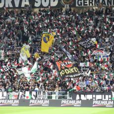 ITALIJA U SUZAMA: Preminuo fudbaler Juventusa (FOTO)